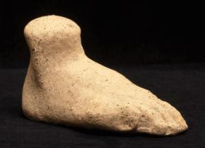 Terracotta foot (T.192)